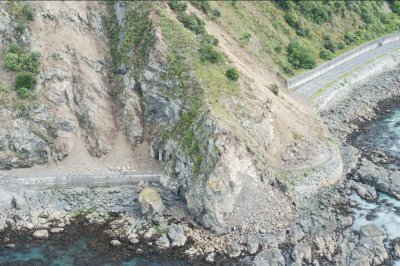 Dozens of aftershocks hit New Zealand; two dead in earthquake