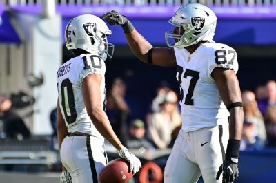 Raiders' Jared Cook accuses TSA of theft, blames government shutdown