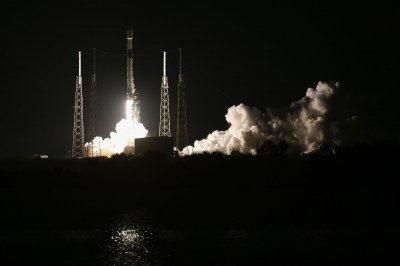SpaceX launch sends 23rd Starlink communications satellite cluster