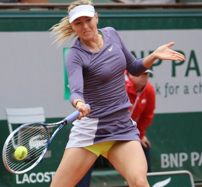 Sharapova advances with lopsided win