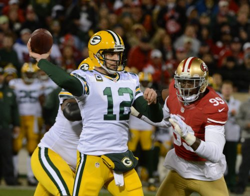 Packers extend contract of Aaron Rodgers