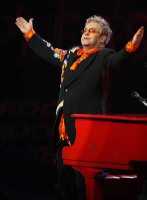 Elton John extends Las Vegas residency for another three years