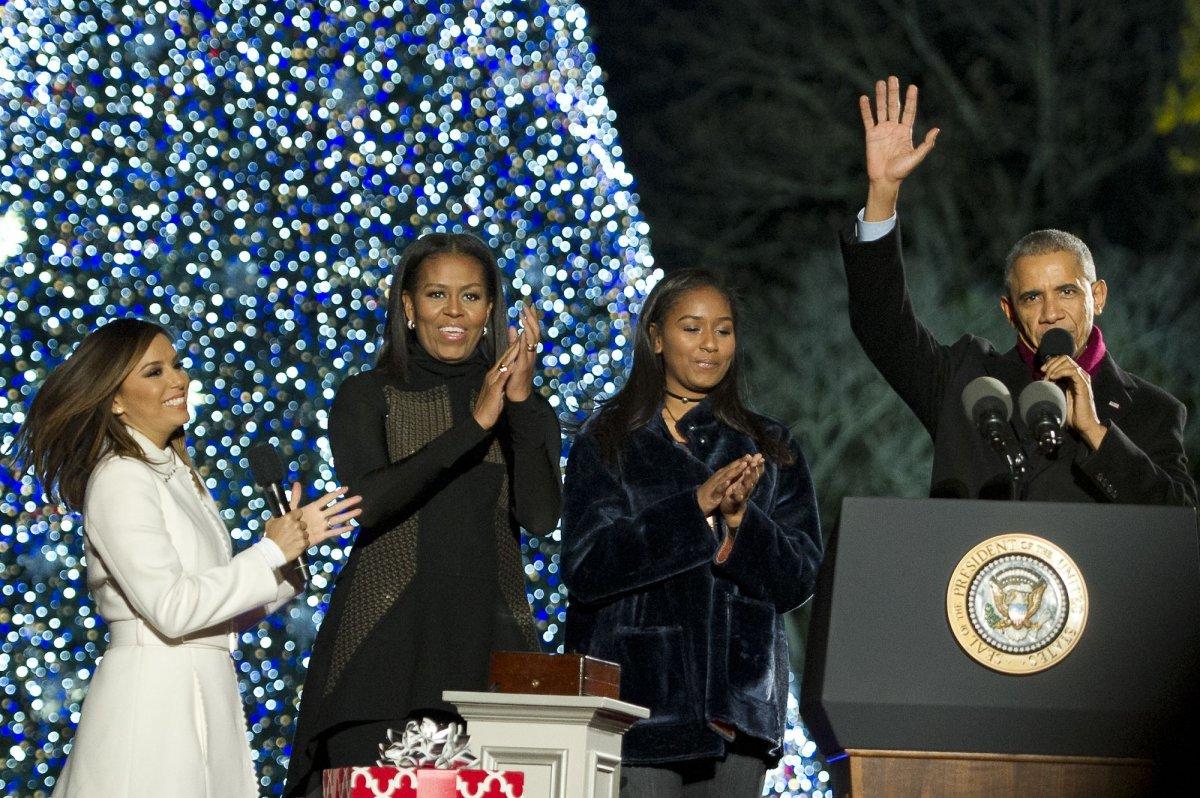 Obamas illuminate National Christmas Tree for final time - UPI.com