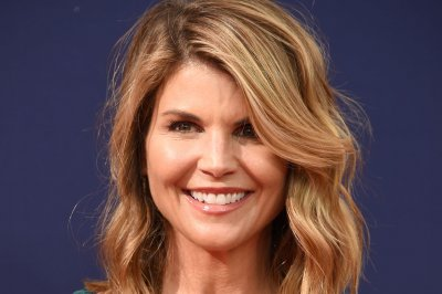 Lori Loughlin faces new charges, up to 20 years in prison