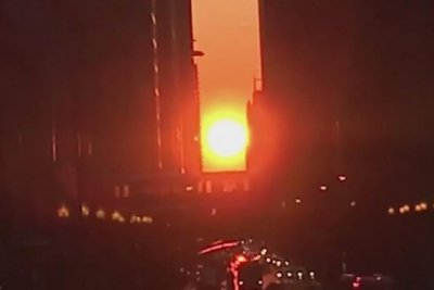 Sun aligns with streets for 'Chicagohenge' phenomenon