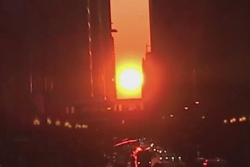 Sun aligns with streets for 'Chicagohenge' phenomenon