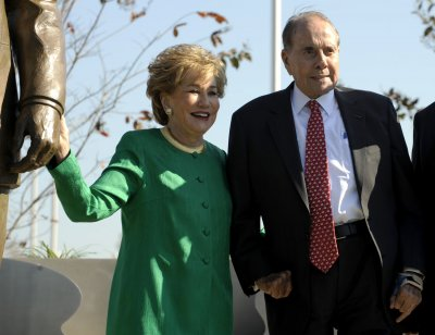 Bob Dole discharged from hospital