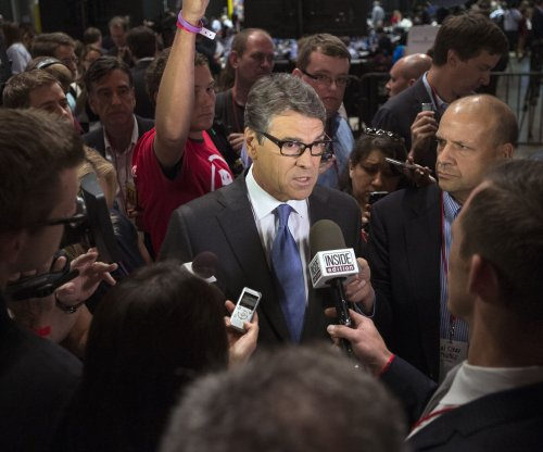 Rick Perry fundraising dries up, stops paying campaign staff