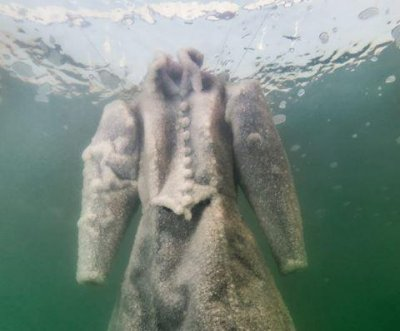 Israeli artist crystallizes dress in Dead Sea salt