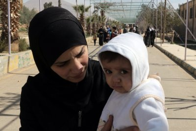 30 killed in Eastern Ghouta air raids, thousands flee