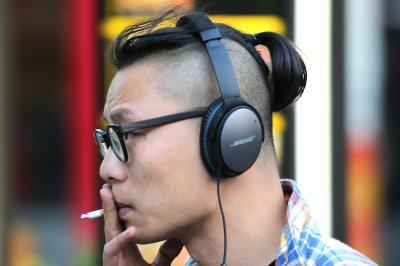 NYC considers ban on smoking while walking