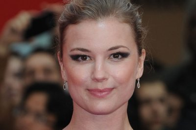 Reports: Emily VanCamp, Josh Bowman wed in the Bahamas