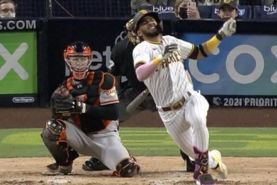 Padres SS Fernando Tatis Jr. goes down with hurt shoulder chasing a pitch