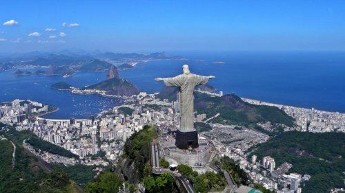 Man climbs to the top of Christ the Redeemer statue, takes selfie