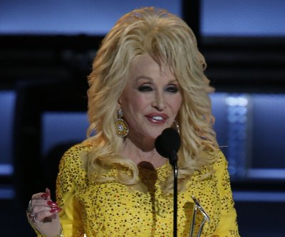 Dolly Parton plans telethon to help Tennessee wildfire victims