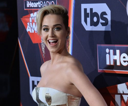 Katy Perry performs at iHeartRadio Music Awards after split