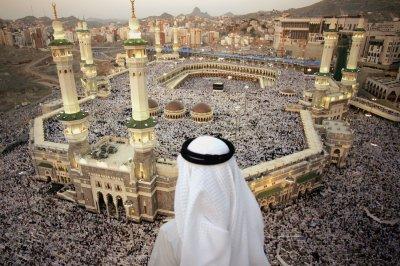 Saudi Arabia closes Hajj pilgrimage in Mecca to foreign visitors