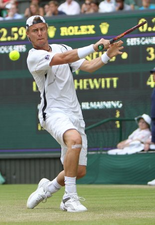 Hewitt moves into Halle quarterfinals