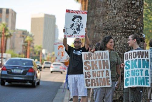 Judge lifts Arizona immigration injunction