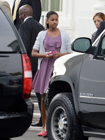 Sasha Obama visits 'Pretty Little Liars' set