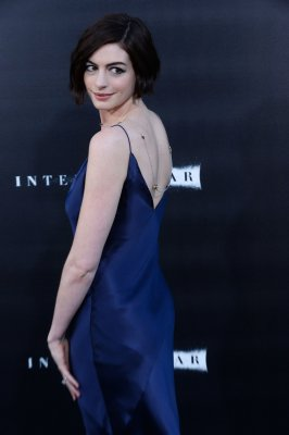 Anne Hathaway returns to the red carpet for 'Interstellar' premiere