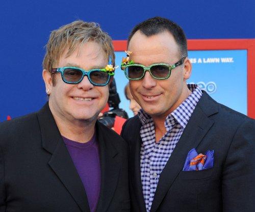 Elton John supports Bruce Jenner in anticipated gender transition