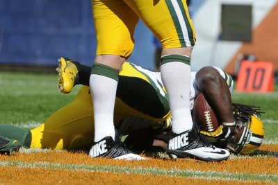 Green Bay Packers' Eddie Lacy battling injury; Aaron Rodgers fine with James Starks
