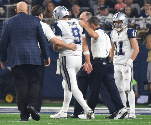 Dallas Cowboys keep Tony Romo options open, despite broken clavicle