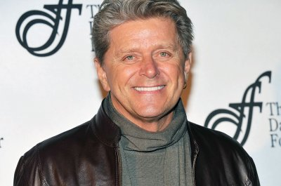 Peter Cetera poised for 'earthshaking' announcement, reportedly declines Chicago return