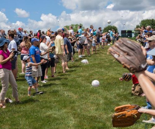Chicago suburb breaks record for biggest game of catch on Father's Day