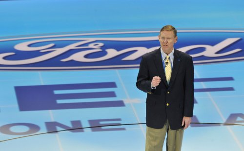Mark Fields to replace Alan Mulally as Ford CEO