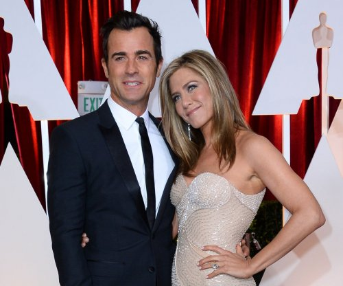 Jennifer Aniston, Justin Theroux enjoy group yoga in Bora Bora