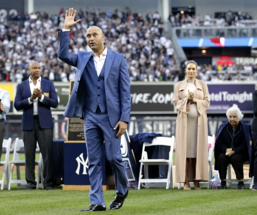 Astros take 1 + Yankees take 1 = Night to honor No. 2, Derek Jeter