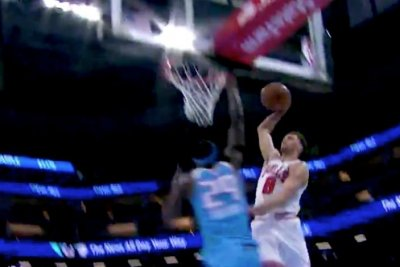 Bulls' LaVine dunks all over Kings' Sampson