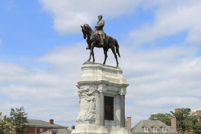 Virginia AG backs decision to remove Confederate monument