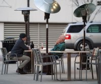 States that allowed indoor dining saw 3% rise in COVID-19 deaths, CDC finds