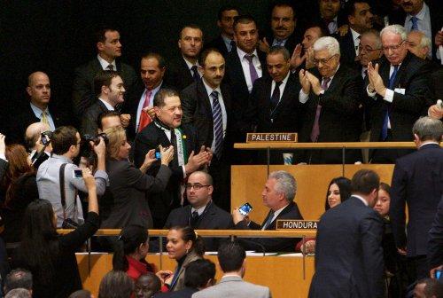 U.N. votes to upgrade Palestine status