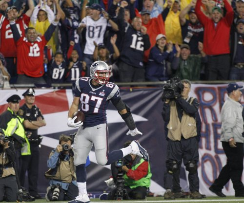 Rob Gronkowski, New England Patriots hammer Pittsburgh Steelers