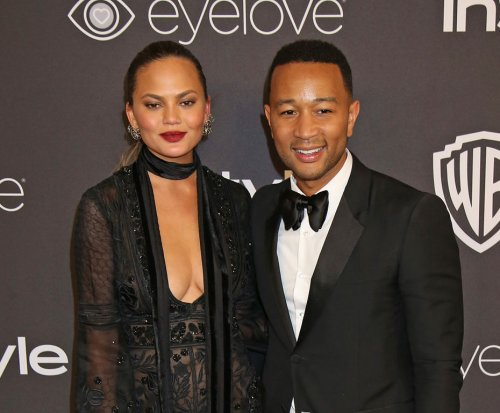Chrissy Teigen celebrates stretch marks: 'I like the pattern'