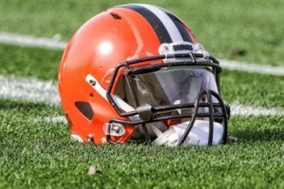 Browns place OT Stephenson on reserve/retired list