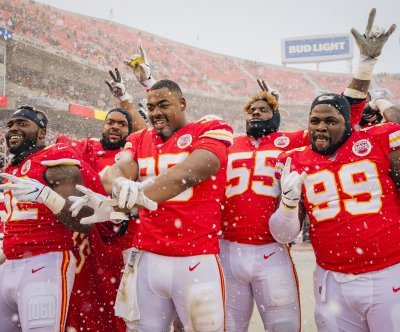 Kansas City Chiefs cruise to win over Denver Broncos in blizzard