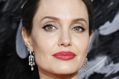 Angelina Jolie fights fires, guilt in 'Those Who Wish Me Dead'