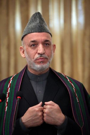 Karzai sworn in as Afghanistan's leader