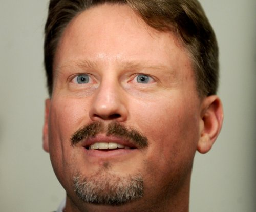 New York Giants coach Ben McAdoo comfortable following Tom Coughlin