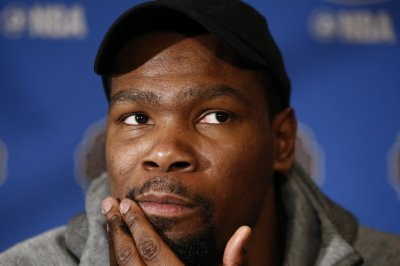 Kevin Durant hesitant to sign new deal with Golden State Warriors