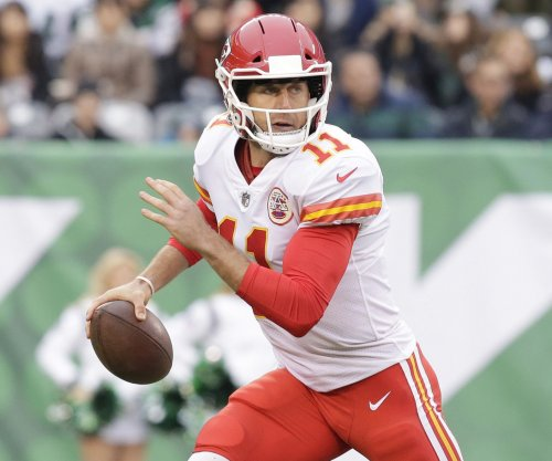 Redskins officially get Chiefs QB Smith in trade
