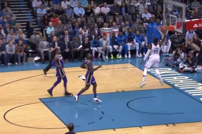 Thunder's Paul George gets 360-degree dunk on breakaway