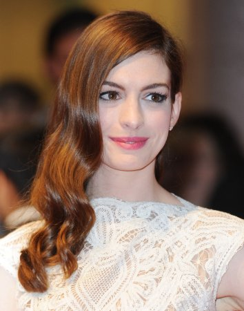 Hathaway to star in 'Les Miserables'
