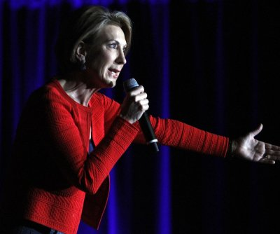 Carly Fiorina takes a fall at Cruz rally in Indiana