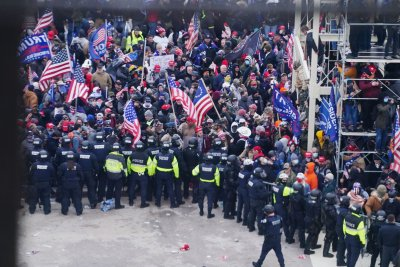 Lawmakers propose bill to honor Capitol Officer who drew rioters away from Senate